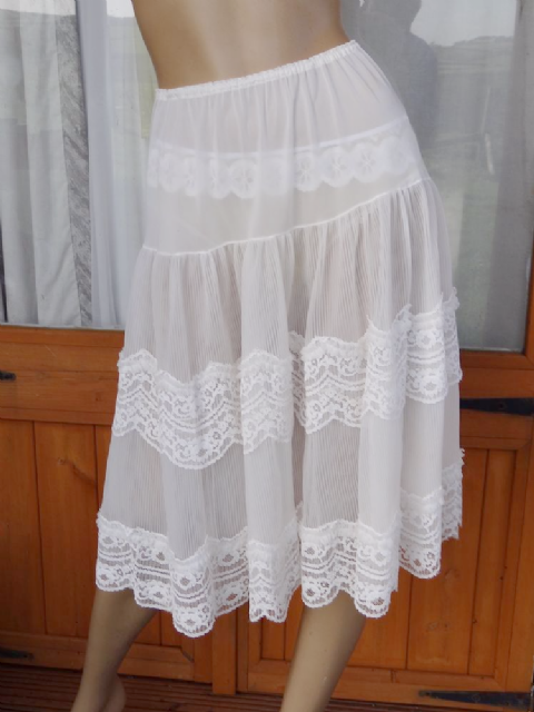 AUTHENTIC VINTAGE 1950'S DOUBLE LAYERED SEE THRU NYLON & LACE PETTICOAT  SIZE:- SMALL/MEDIUM
